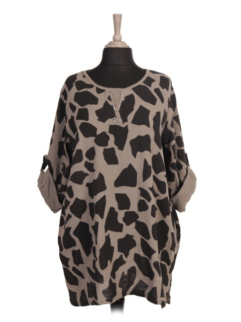 Italian Turn-up Sleeves Giraffe print Top with Side Pockets